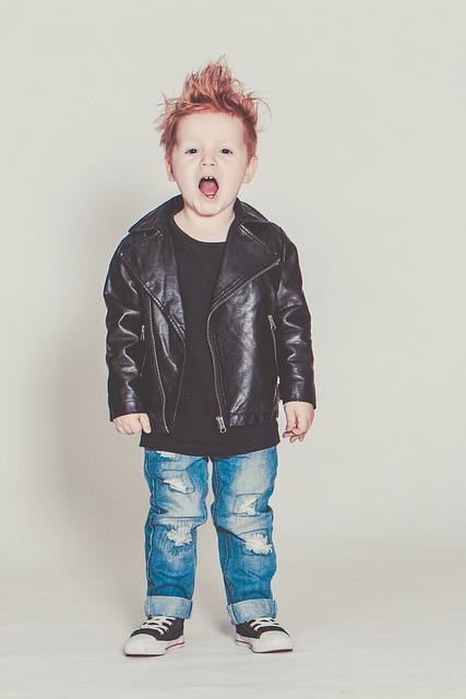chłopak w kurtce