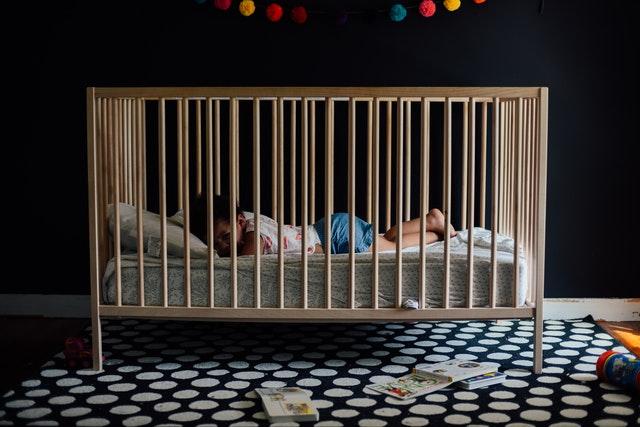 łóżko dziecięce z barierką