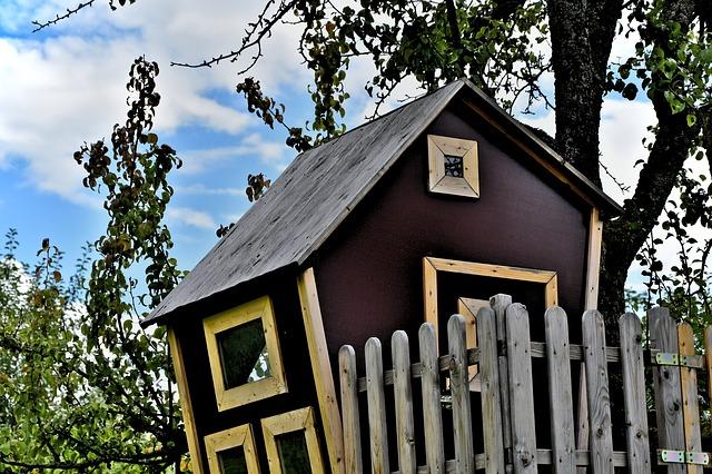 domek z drewna dla dzieci